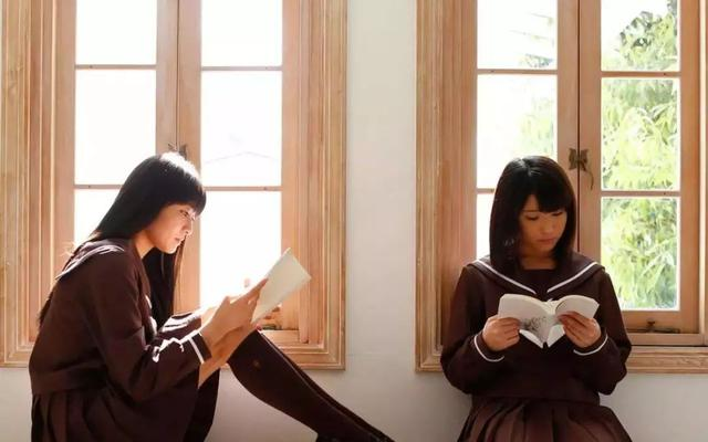 日本女生总穿裙子并非只是为了美,告诉你要美丽不要温度中的原因