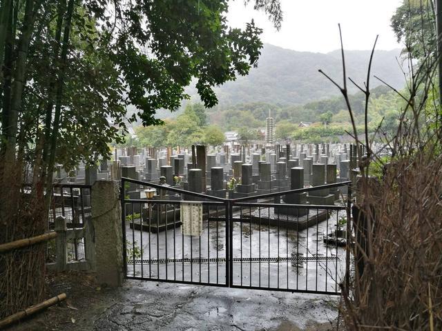 为什么日本一些住宅区周围会有墓地?今天总算明白了