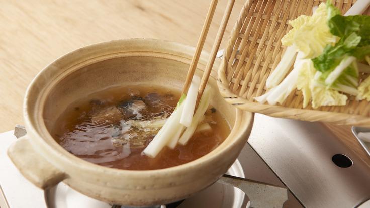 拉丝乌冬面和贝烧锅
