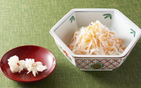 红白萝卜丝和芜菁菊花
