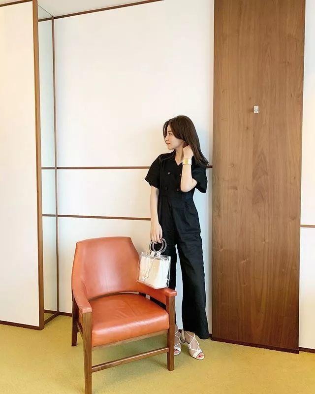 不知道夏日怎么穿清凉又时尚?看日本这位小姐姐就够了