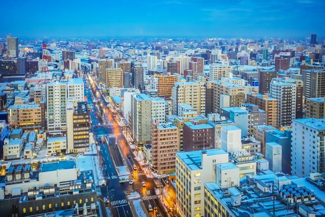日本人也爱撸串,北海道旅行必吃美食,居酒屋里体验地道生活