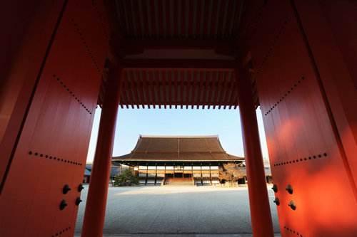 日本明治维新前天皇混得有多惨:为挣钱,可以向平民出售皇宫门票
