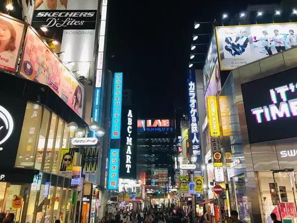 热情又冷漠,克制又放纵,日本人将两面性展现的淋漓尽致