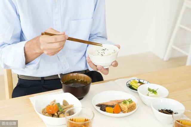 去日本的话,一定要了解日本人的这17条饮食禁忌哦
