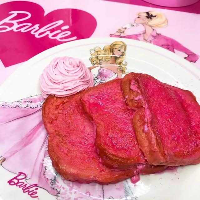 """日本36岁阿姨痴迷芭比娃娃20年,花51万打造""""芭比王国"""""""