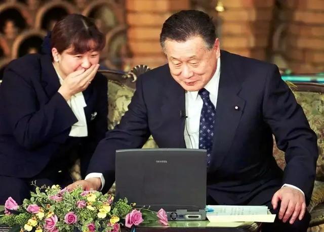 科技大国的盗刷风波,日本为何沦为「IT落后国」