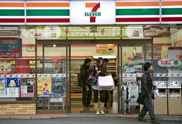 """心灵慰藉所,日本人的""""便利店人生"""""""