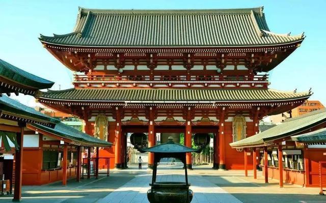 日本为什么从未改朝换代?天皇一族是怎么延续至今的?