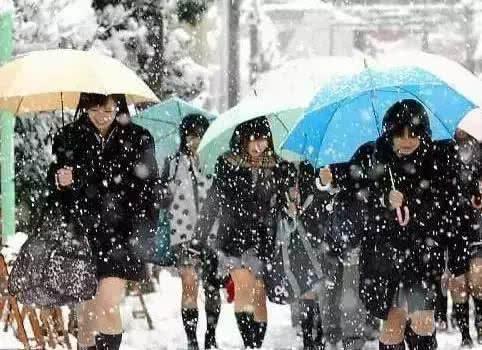 日本女生的校服裙,为什么越来越短?