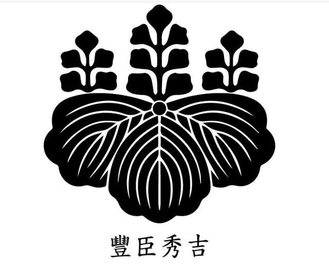 在历史画像里,织田信长的衣服上为什么绣着丰臣秀吉的家纹?