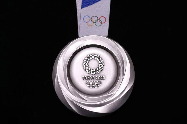 日本不愧再生资源大国!奥运会奖牌竟由8万吨电子垃圾制成
