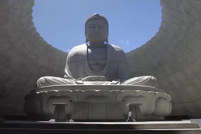"""日本""""争议最高""""的佛像,只因它建在墓地中,每看一次害怕一次"""