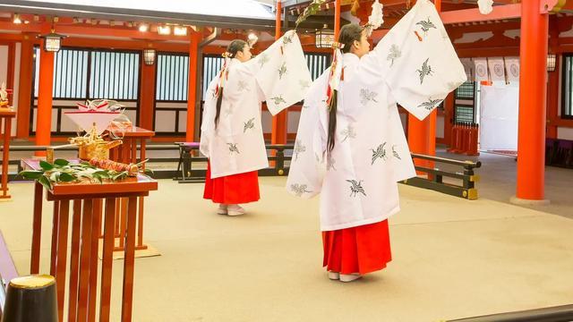 MIKO:日本最圣洁的女孩儿们