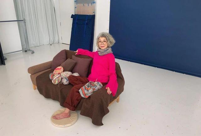这位即将70岁的日本老太太, 凭借一身时尚的穿搭, 活出了晚年精彩