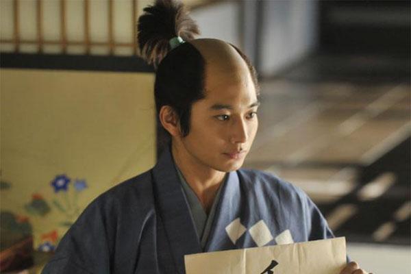日本男性潮流史:化妆并不会代表着女性化,而是对自己外貌的重视