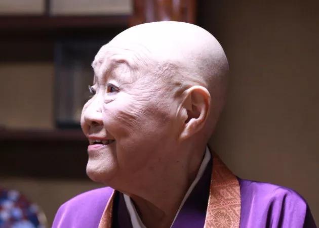 98岁日本尼姑吃肉喝酒,沉溺男色,她的人生到底有多彪悍?